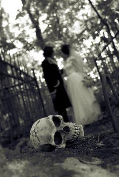 Spooky Halloween wedding photo inspiration