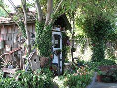 Charming. garden destin, garden ideas, potting sheds, little gardens, garden cottage, charm cottag, backyard retreat, garden stuff, clever outdoor