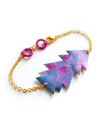 Love the colors on this arrow bracelet!