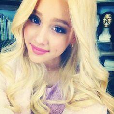 Ariana Grande. blonde. she so beautifulllll