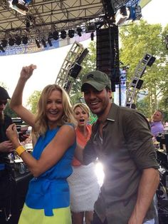 A little backstage boogying with @enrique305 and special guest @arobach  #EnriqueOnGMA