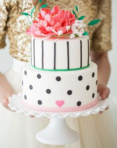 100 Wedding Cakes That WOW!! #weddingchicks http://www.weddingchicks.com/100-wedding-cakes-wow/