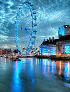 Watch the Inspiring Views of London Skyline from London Eye