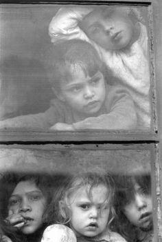 Postales de un siglo de la Argentina  Cielo y Tierra, 1963, Sara Facio.  via