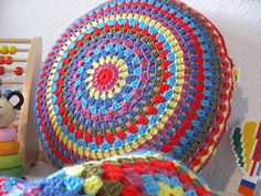 corchet pattern - round granny cushion cover