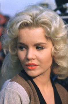 tuesday weld    She reminds me of Joyleaf from Elfquest.