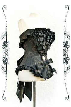 OMG this corset is so gorgeous