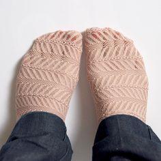 DIY: lace socks
