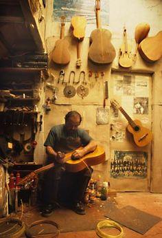 Guitar maker Jeronimo Amezcua, Paracho, Michoacan, 2001  ( Christopher Reynolds / Los Angeles Times )