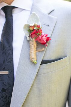 red boutonniere wrapped in twine | Dana Cubbage #wedding