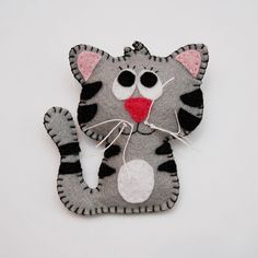 Felt cat brooch for kids, childrens jewelry, cute winter accessory for kids White grey brooch Christmas gift.