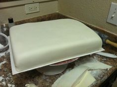 Traylor Made Treats: Marshmallow Fondant Recipe & steps with pictures