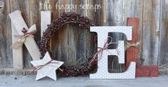 Beautiful Noel wreath decoration!