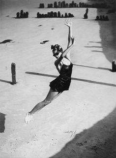 Photo: Norman Parkinson - (jump, 1939)