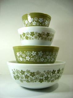 """pyrex """"spring blossom green"""" nesting bowls set"""