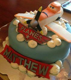 Dusty Plane Cake - 12 Disney Planes #Party Ideas #DIY #crafts http://www.surfandsunshine.com/disney-planes-party-ideas/