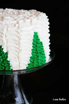 Christmas Tree Cake {Surprise Inside Cake!}