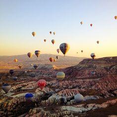 Balloon tour, Cappadocia in Turkey / photo by Blueyoj
