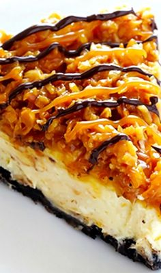 Samoa Cheesecake Recipe ~ inspired by the famous Girl Scout cookies (a.k.a. Caramel DeLites). Its a simple vanilla cheesecake base, made with an Oreo crust, and topped with caramel, toasted coconut and drizzled with chocolate... Fabulous!