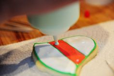 recipe and how to frost cookies so they look good!