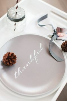 Thankful Plates | The TomKat Studio for Shutterfly #tomkatstudio #shutterfly #shutterflyholiday