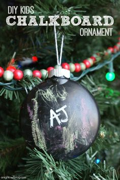 DIY Chalkboard Ornament #DIY #Christmas #HomeDecor #Decor #Decorate #Decorations #Ornaments