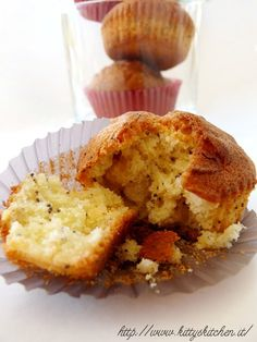 Italian Recipes...Muffin mandorle e semi di papavero