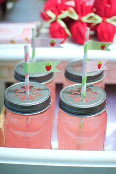 Pink lemonade in mason jars #pinklemonade #masonjars