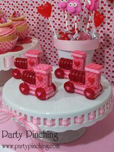 easy valentine treat for kids, candy valentine, train candy, valentine party ideas, valentine's day dessert ideas, valentine's dessert for kids, valentine treats for kids, children valentine's day