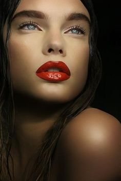 Lovely - perfect red lips with minimal eye makeup