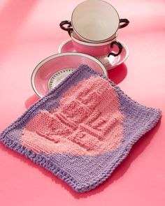 Inspired by everyone's favorite Valentine's day candies, this sweet 'Kiss Me' Candy dishcloth is a great addition to any kitchen. Shown in Lily Sugar 'n Cream.