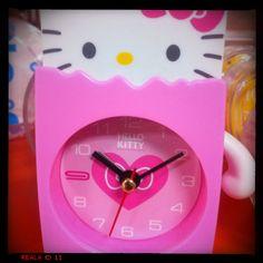 Helli kitty clock
