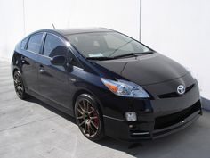 LOVE a black Prius