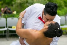 The Kiss at Toronto Botanical Garden #Garden #Wedding