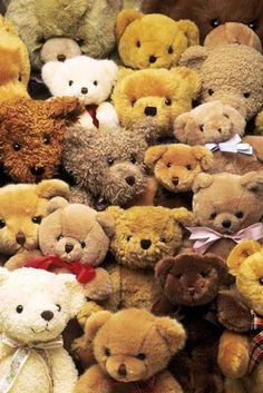 ♥cute teddies♥.•:*´¨`*:•♥ sure enough for a big party.....But who invited all them?  #parcellesdelune #teddy #bears #toys #ourson #facebook #picnic
