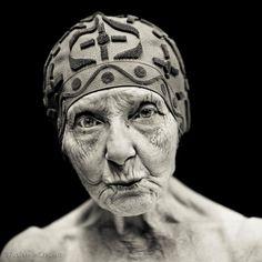 workman: destina-terre: © Fabienne Cresens, old lady, woman, female, wrinckles, love this face! beauty, portrait, photograph, photo b/w.
