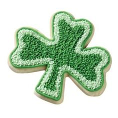 Wilton: example of decorated Two-Tone Shamrock Cookie
