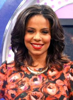 Sanaa Lathan's shoulder length, chunky spirals are both easy-breezy and elegantly chic.