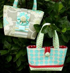 I LOVE this little purse. It's perfect for little girls. I may have to buy this pattern.