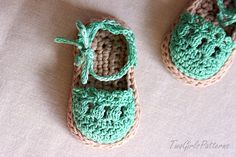 I LOVE these Ravelry: Baby Sandals Espadrille Shoe Booties pattern by Lorin Jean