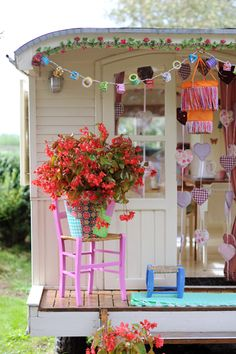 Precious and colorful little porch on this wagon.