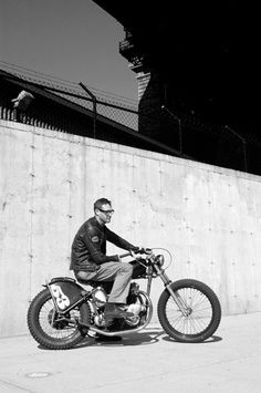 1953 Triumph Thunderbird. Nommmmm  #vintage #motorbike #menswear #style   #cafe #racer   www.eff-style.com