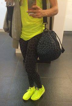 Black leopard print gym pants & gym bag