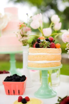 I love me some naked cakes!