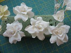 Making gardenia flowers out of gumpaste