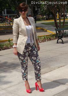 Divina Ejecutiva: Mis Looks: Pantalones Floreados