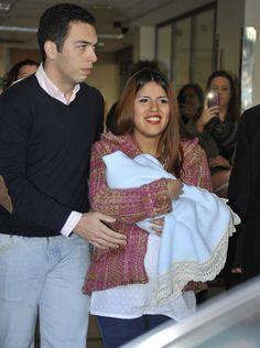 María Isabel Pantoja abandona el hospital con su hijo y su pareja, Alberto Isla