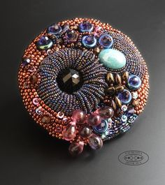 Xo-nojFv8rY.jpg (537×604) bead embroideri, embroid brooch