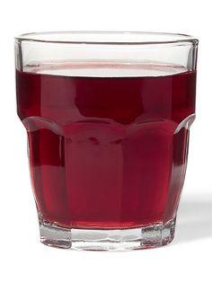 Curación Alimentos - Dormirse más rápido Beber jugo de cereza Las cerezas ácidas contienen melatonina-un compuesto que estimule el sueño de que es algo difícil de encontrar en los alimentos (otras fuentes son las nueces y plátanos). En un estudio, las personas que bebían este jugo al día tenían una mejor calidad de zzz en comparación con los que no beba. El zumo de cereza no le noquear, pero puede ayudarle a quedarse dormido más fácil