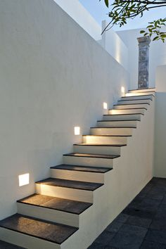Tecno lite decoraci n exterior on pinterest led spas for Modelos de escaleras exteriores para casas